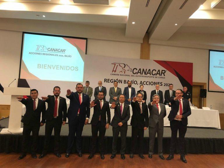 Díaz Terres y nueva mesa directiva rinde protesta ande Canacar.