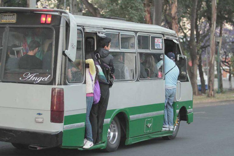 Semovi va por unidades antiguas que de servicio de transporte de pasaje