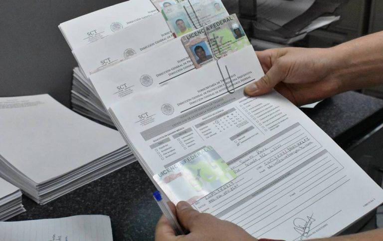 Se detiene expedición de licencias federales