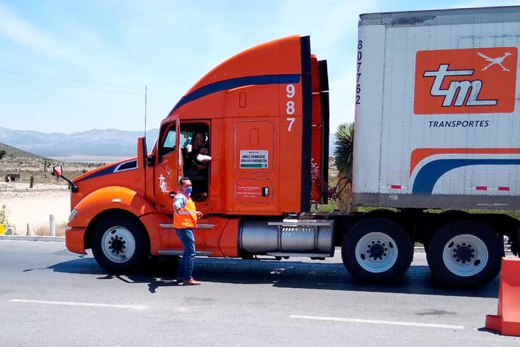 Alianza Trayecto entrega alimentos a operadores en la carretera durante coronavirus.