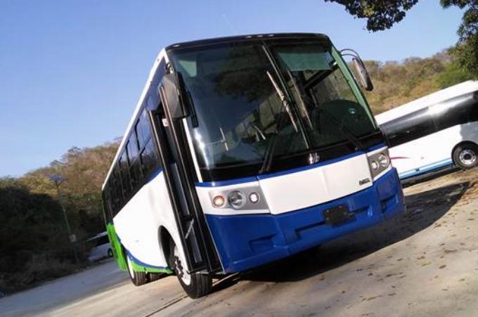 Dina entrega unidades en Oaxaca y Nuevo León