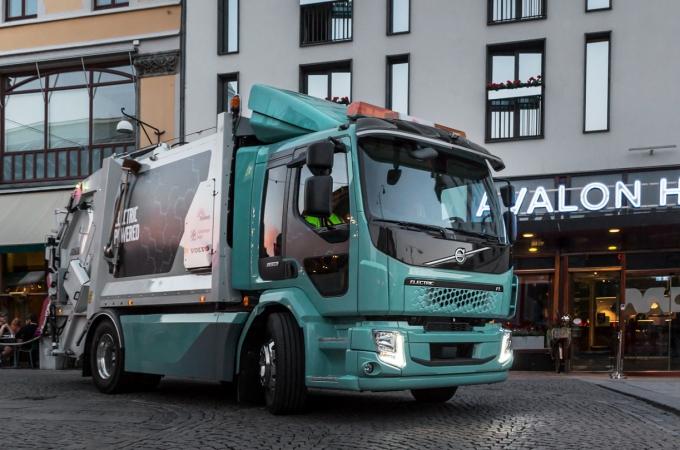 Volvo Trucks entrega primeras unidades eléctricas